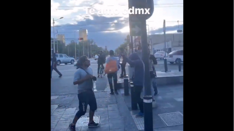 """Mientras esperan el semáforo verde en la CDMX, ¡bailan """"La Chona""""!"""