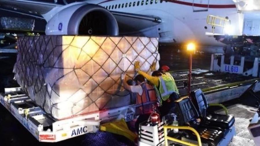Llega a México vuelo número 12 con insumos médicos para pandemia