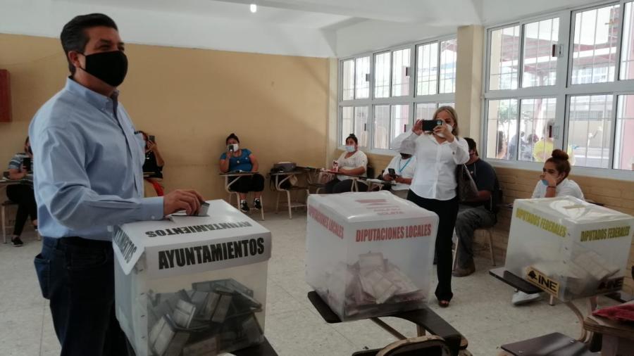 Acude gobernador de Tamaulipas a emitir su voto en Reynosa; garantiza seguridad en comicios