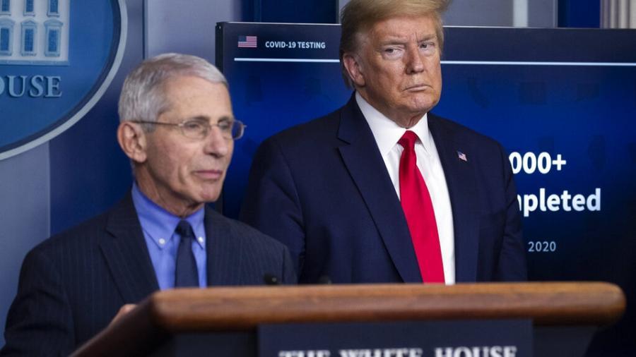 """Trump critica a Fauci y a """"todos los que manejan el COVID-19"""""""