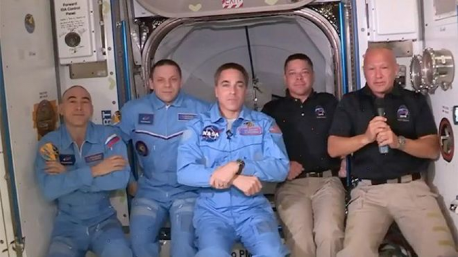 Crew Dragon llega a la EEI tras 19 horas de vuelo
