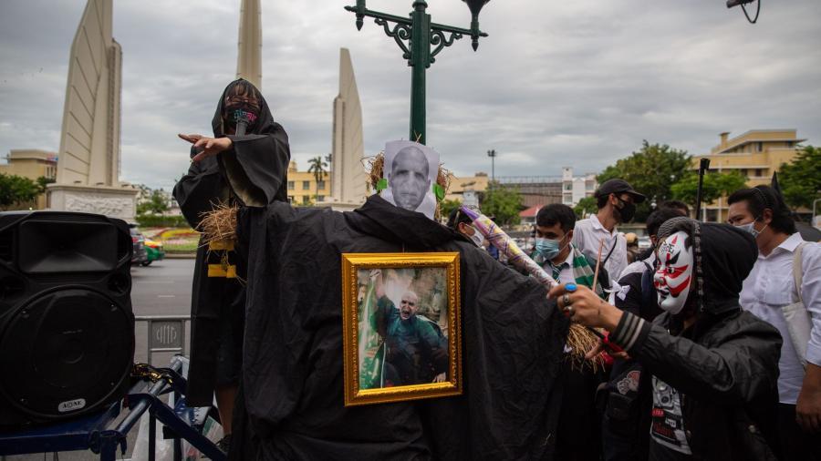 Jóvenes protestan en Tailandia ¡Vestidos como Harry Potter!