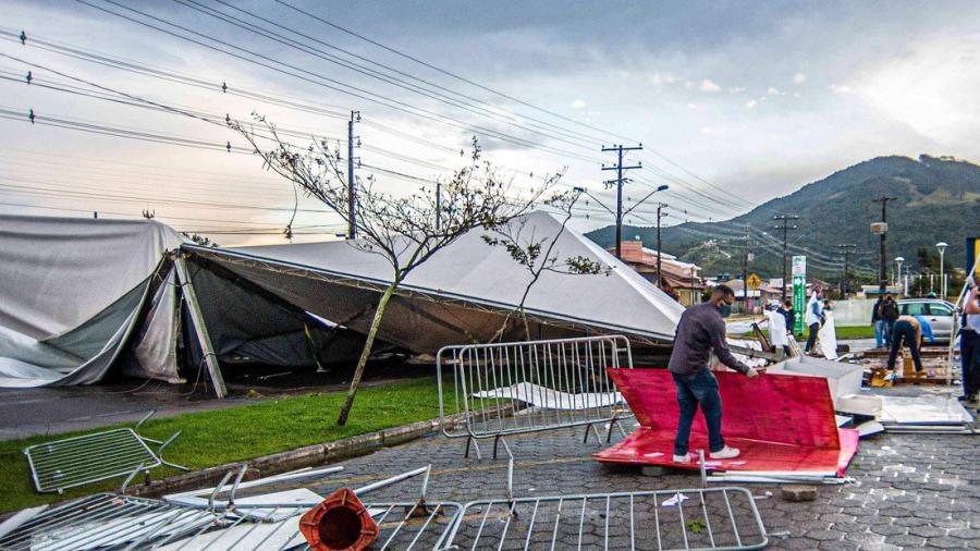 """""""Bomba ciclónica"""" deja al menos 10 muertos y múltiples destrozos en Brasil"""