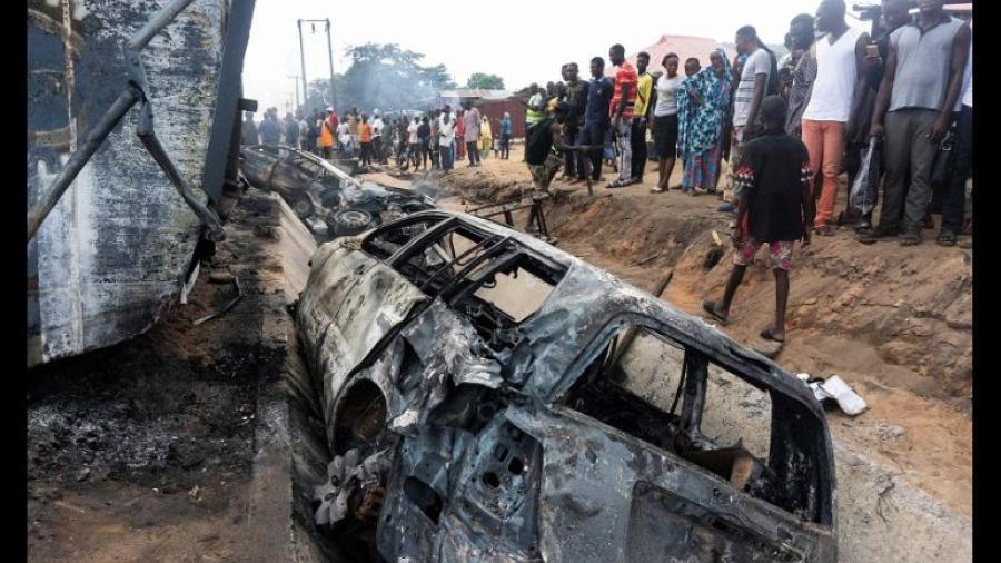 Al menos 23 muertos tras incendio de camión de gasolina en Nigeria