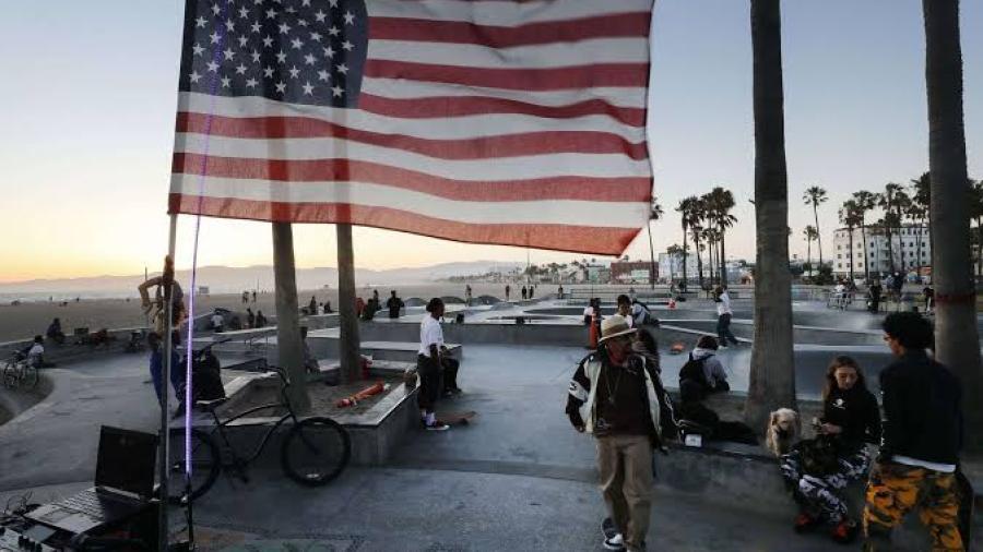 Estados Unidos reporta nuevo récord de casos diarios de COVID-19