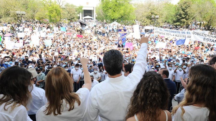 Marchan miles en contra del desafuero del Gobernador
