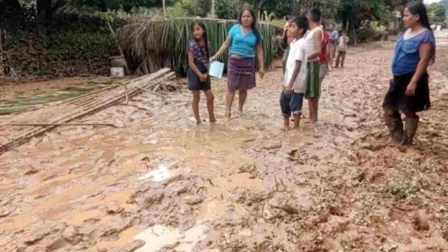 Inundaciones y contagios atentan contra la salud de indígenas oaxaqueños