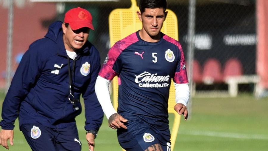 Investigan a Víctor Guzmán por dopaje; Chivas lo da de baja