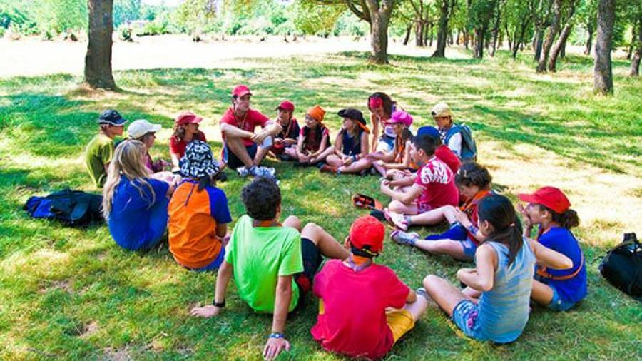 Cientos de niños en Georgia contrajeron COVID-19 en campamento de verano