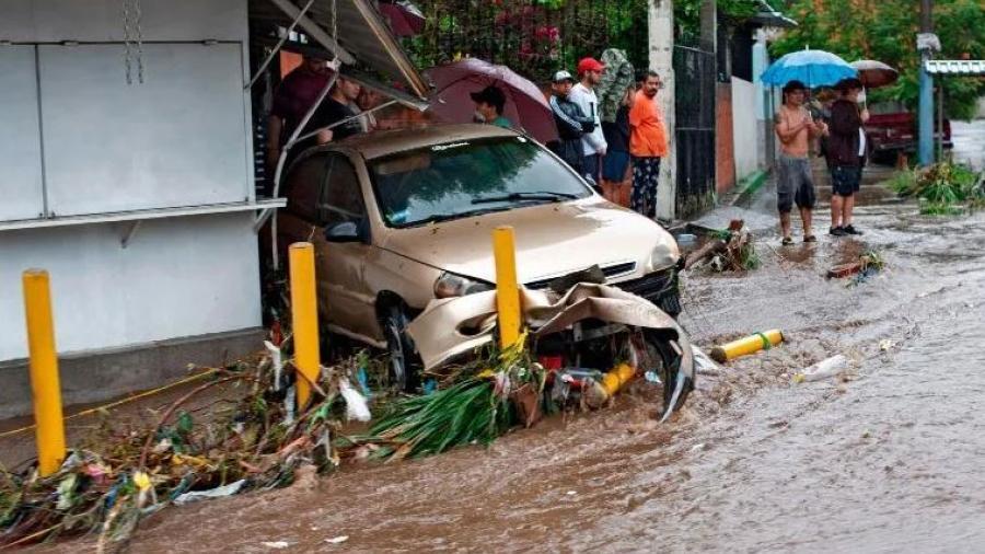 """El Salvador decreta estado de emergencia tras el paso de la tormenta tropical """"Amanda"""""""