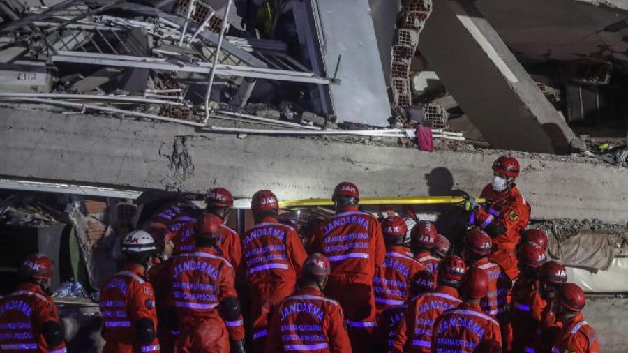 Se eleva a 27 los muertos por sismo en Turquía y Grecia